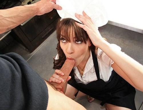 Puta de pechos grandes adicta al sexo anal