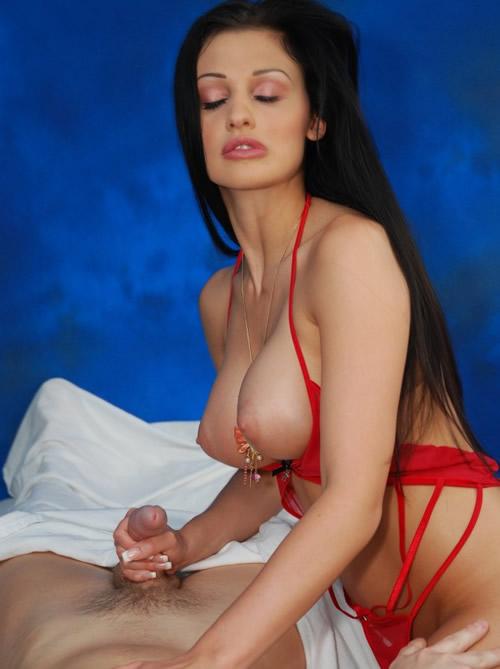 Aletta Ocean es una masajista tetona