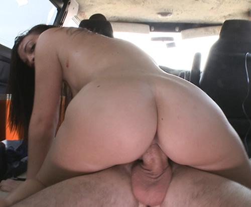 Se sube al coche y acepta follar por dinero