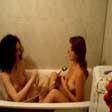 Lesbianas jugando en la ducha